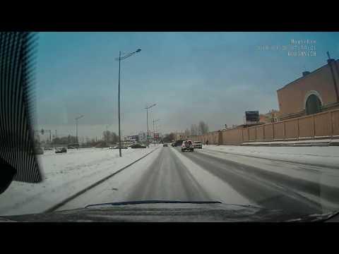 Ловко увернулся от столкновения водитель в Санкт-Петербурге