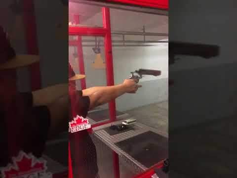 Piippu repeytyy irti pistoolista – Hurja tilanne