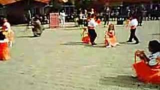 preview picture of video 'Anasınıfı gösterisi korkuteli bozova 2006'