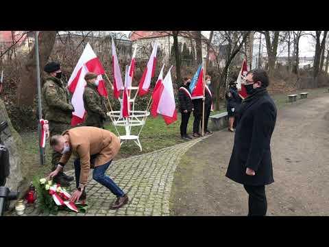 Wideo1: Uroczystość pod Pomnikiem Żołnierzy Wyklętych w Lesznie
