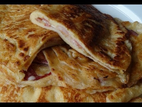 Pfannkuchen mit Speck und Käse