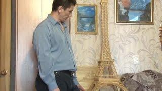 Житель Берёзовского возвёл Эйфелеву башню из спичек