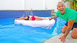 GIRLFRIEND WAKES UP IN SWIMMING POOL PRANK!
