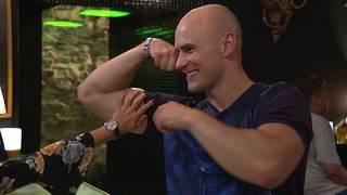 Frodo prężył swoje muskuły przed dziewczynami [19+ ODC. 321]