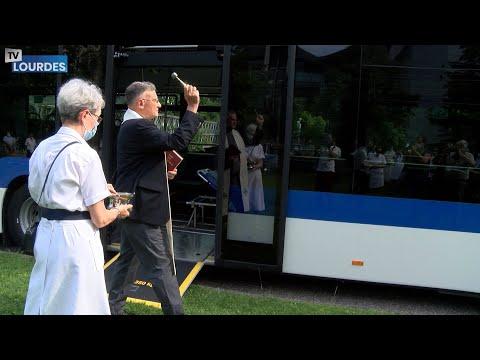 Bénédiction des 2 nouveaux bus offerts par des bienfaiteurs à l'Hospitalité Notre-Dame de Lourdes
