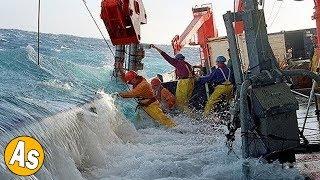 PANIK!! Momen Paling Menakutkan Saat Kapal Diterjang Ombak Raksasa
