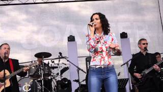 LISA MCHUGH LIVE AT HOLYCROSS 03 ROCK N ROLL MELODY