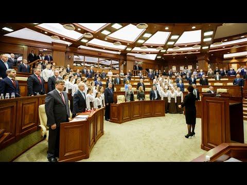 Парламент Молдовы снизил пенсионный возраст и повысил зарплаты