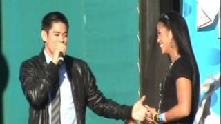 Jay-R Serenades Champion Ana Julaton