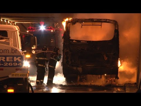 Ônibus pega fogo no Centro de Santo André