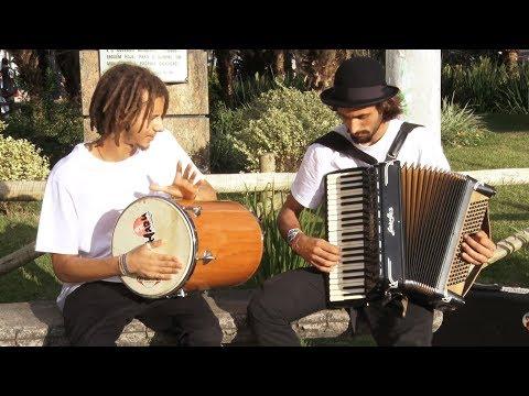 Já reparou? Artistas cantam e encantam nas ruas de Nova Friburgo