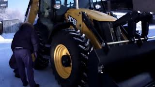 Кайфовый трактор JCB 4cx .AVI