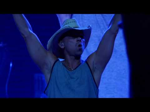 Kenny Chesney 2019-04-06 Van Andel Arena, Grand Rapids, MI - Addresses