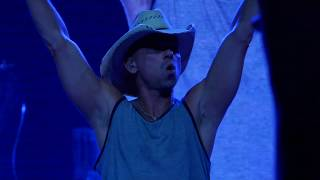 Kenny Chesney 2019 04 06 Van Andel Arena, Grand Rapids, MI