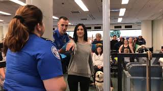 Download Video Airport security check; with guide dog Antonia! MP3 3GP MP4