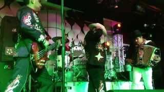 No Somos de acero- Uriel de Los Sembradores de La Sierra con Los Morros del Norte en vivo 8/31/13
