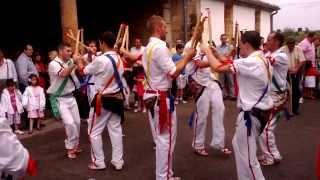 preview picture of video 'Danzantes de Navajeda con palillos- San Mamés 2013 - Parte 1/2'