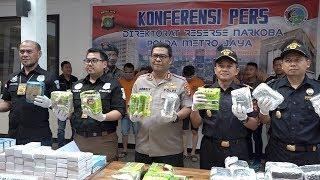 VIDEO <a href='https://indopos.co.id/video/2019/06/13/177869/pengungkapan-sindikat-narkotika-jaringan-malaysia'>Pengungkapan Sindikat Narkotika Jaringan Malaysia</a>