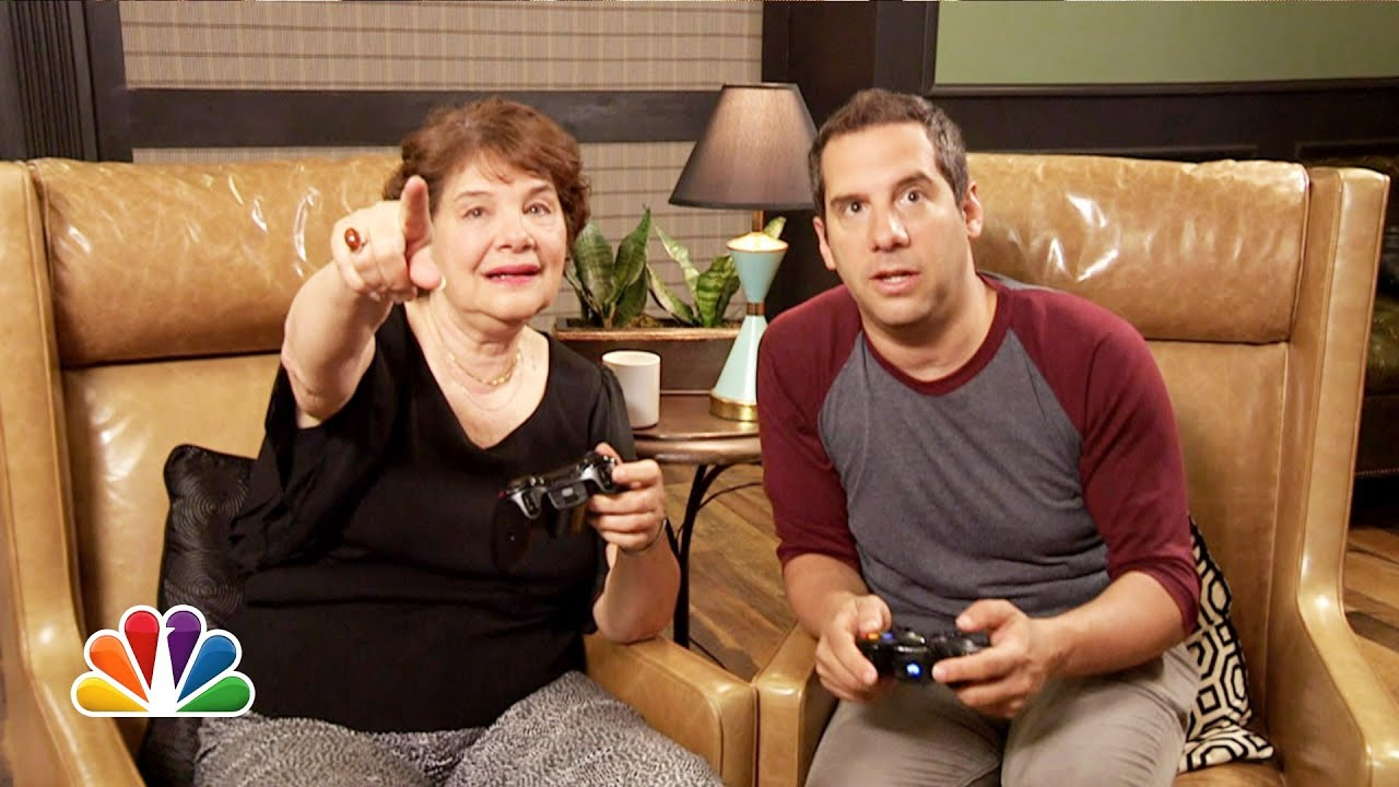 Jimmy Fallon's Gaming With My Mom (Late Night with Jimmy Fallon) thumbnail
