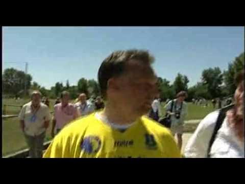"""""""Hahó, facebookosok"""" – Orbán Viktor kép- és szómágiája külföldieknek"""