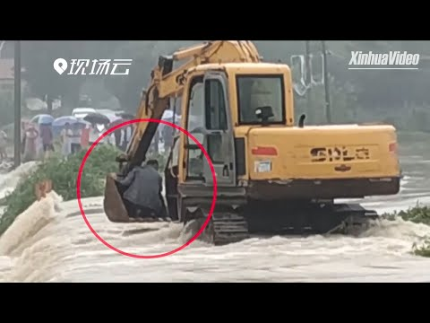 Excavator driver rescues man trapped on flooded bridge in Shandong, China