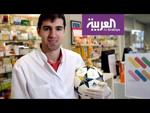 العرب اليوم - شاهد: لاعب كرة قدم إسباني يعمل في صيدلية لمواجهة