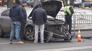 У Маріуполі на перехресті водій спровокував серйозну ДТП