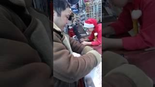 Помощь мужик попросил,но я купил продукты пожилому человеку