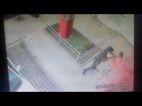 Câmera registra ação de bandido em frente de agência bancária, em Rio Preto