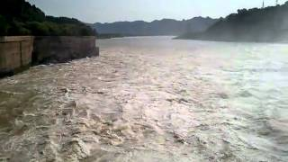 preview picture of video 'Hoa Binh Dam visit 05-Aug-12.mp4'
