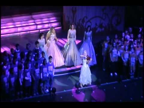 Celtic Woman & PS22 Chorus