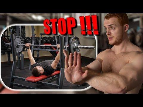 Les exercices pour le renforcement des muscles du ventre de la poitrine des cuisses