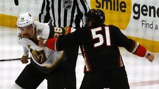 Golden Knights' Carrier, Ducks' Liambas chuck knuckles in big boy tilt