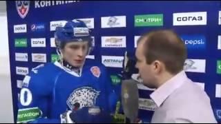 Смотреть онлайн Тренер Назарова увел игрока от журналистов