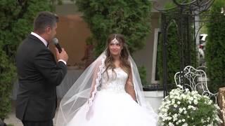 """""""Здравствуй невеста"""" Отец поет своей дочери песню."""