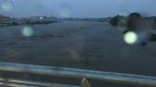 京都・桂川氾濫危険水位に到達松尾橋をゆくバスから2018.7.5