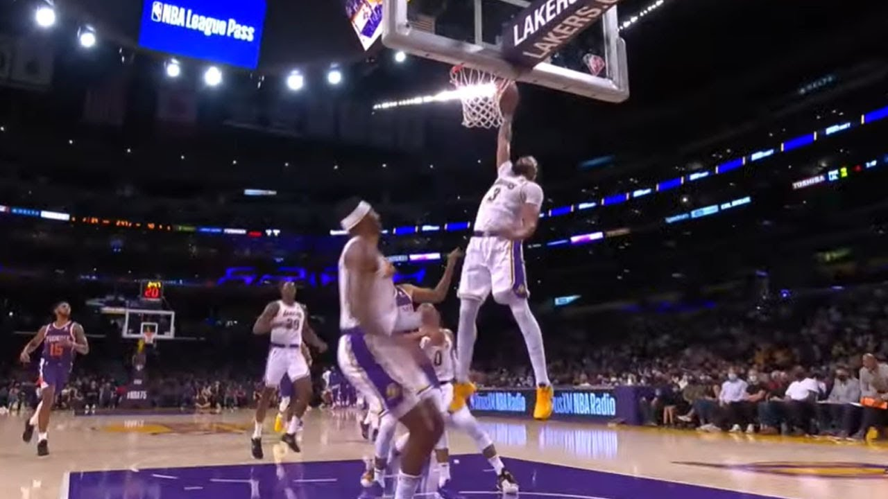 AD Elevates for HUGE One-Hand Oop! 😮