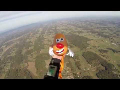 超狂!~挑戰13000 英尺高空跳傘組裝「蛋頭先生」玩具