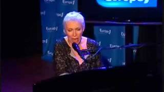 Annie Lennox . Little Bird . Paris 2009