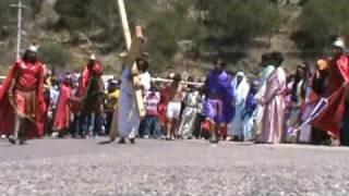 El Cirineo ayuda a cargar la Cruz a Jesucristo 2010, Via Crucis