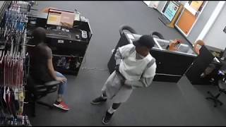 Aggravated Robbery DW  HPD case #585137-18  7689 Clarewood