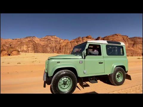 العرب اليوم - شاهد: سيارات كلاسيكية تنتظر زوار شتاء طنطورة في العلا