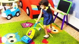 Веселые детки против Пылесоса. Уборка квартиры и Пылелос в Шоке!