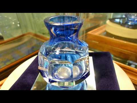 little blau glas vase facetten