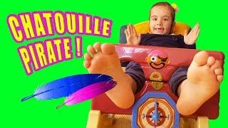 TU RIS TU PERDS! 😜 - jeu CHATOUILLE PIRATE - TICKLE ME FEET