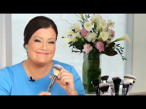 It Cosmetics x ULTA Airbrush Smoothing Foundation Brush #102 by IT Cosmetics #4