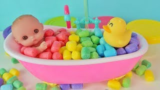 Пупсик Ляля Кушает и Купается. Играем в Цветные Шарики Bath Time. Зырики ТВ Игрушки и Куклы Пупсики