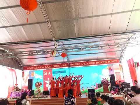 Màn múa xin chào Việt Nam