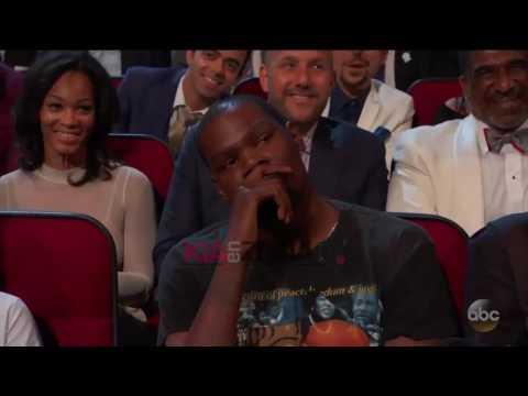 La cara de Kevin Durant tras ser vacilado por Peyton Manning en los ESPYS