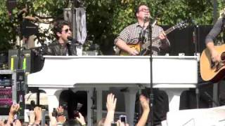 Jonas Brothers -When you look me in the eyes. Live at The Grove HQ
